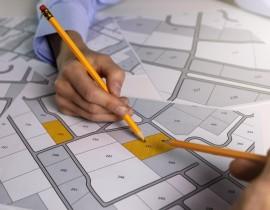 Planujesz postawić dom drewniany? Podpowiadamy, jak wybrać odpowiednią działkę!
